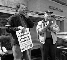 photo of Jim Smith at grocery picket line